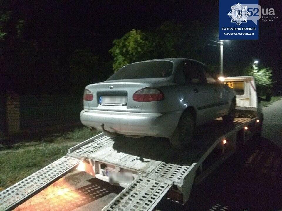 Пьяный за рулем устроил ДТП в Херсоне, а затем – протаранил машиной забор дома и сбежал, фото-1