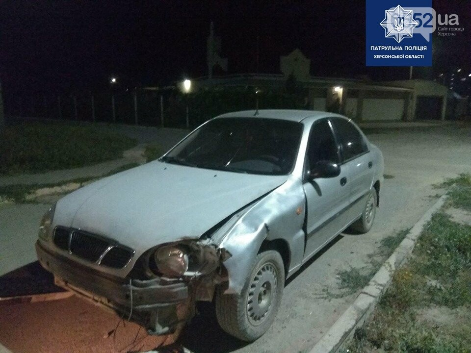 Пьяный за рулем устроил ДТП в Херсоне, а затем – протаранил машиной забор дома и сбежал, фото-2