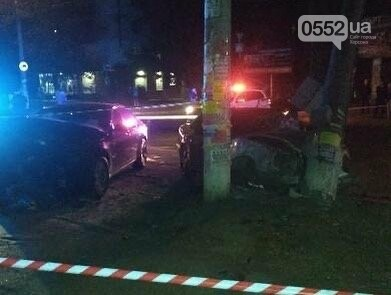 Страшное ночное ДТП на День города в Херсоне: Мерседес сметал с пути деревья, столбы и машины, фото-5