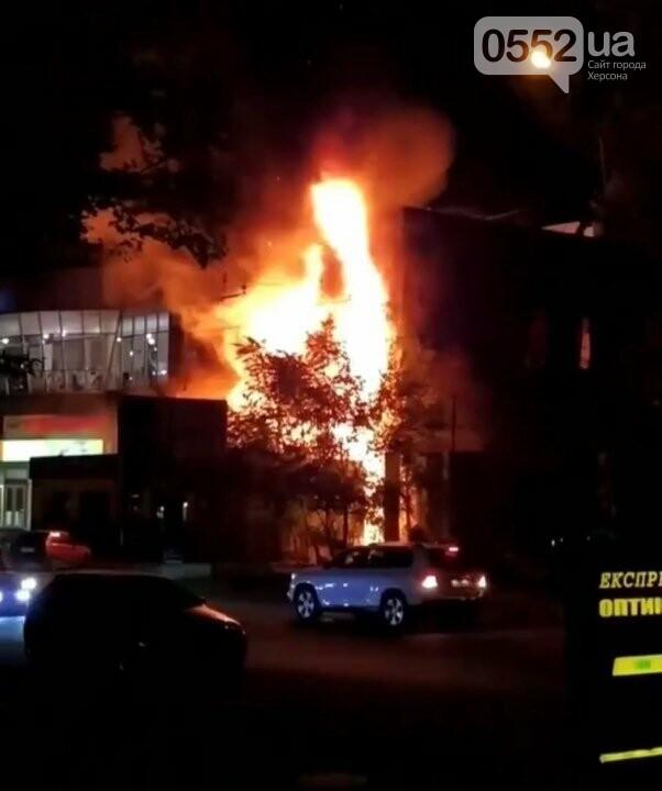 В Херсоне сгорел популярный магазин: под угрозу попали жилые дома , фото-3