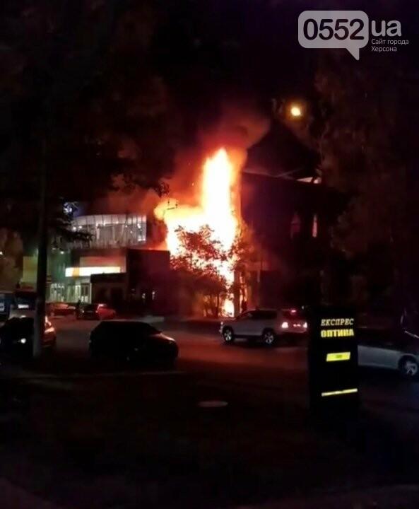 В Херсоне сгорел популярный магазин: под угрозу попали жилые дома , фото-5