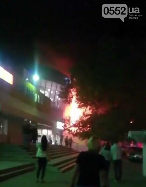 В Херсоне сгорел популярный магазин: под угрозу попали жилые дома , фото-4