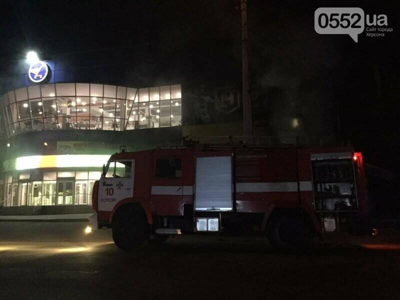 В Херсоне сгорел популярный магазин: под угрозу попали жилые дома , фото-2