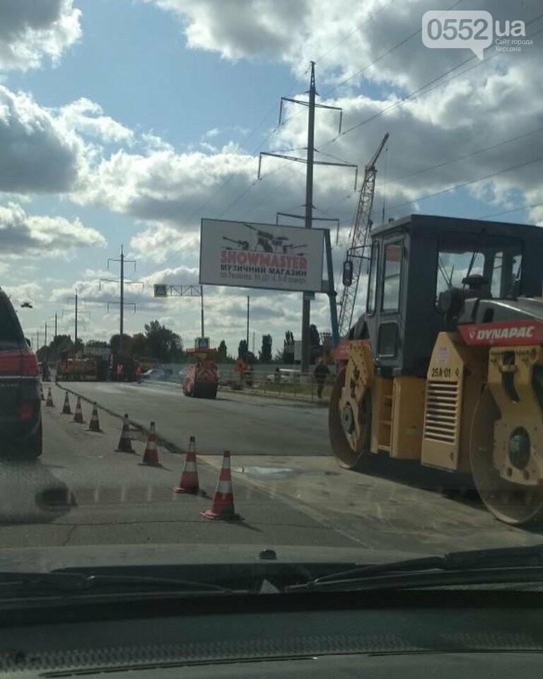 В Херсоне гигантские «пробки» на выезде из города: на Бериславском шоссе ремонтируют дорогу, фото-1