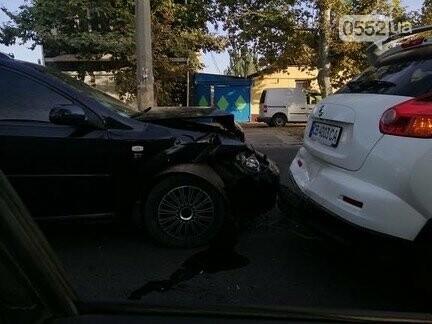 Вечерний Херсон застыл в пробках: тройное ДТП на парализовало движение до Бериславского шоссе, фото-2