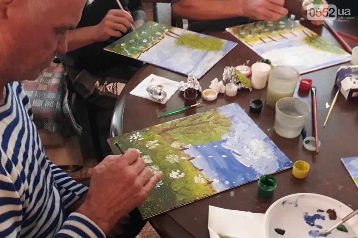 В Херсоне состоялись мастер-классы по рисованию для ветеранов из зоны АТО на Донбассе, фото-1