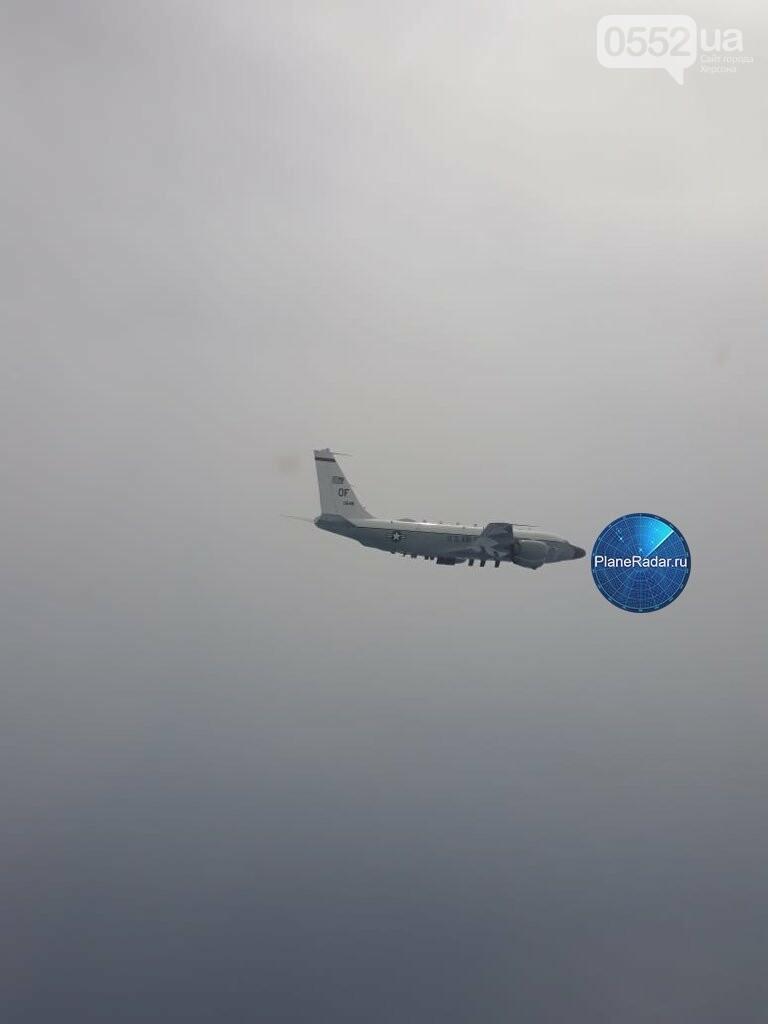 Над Херсонщиной промчался американский самолет-шпион и улетел в сторону Крыма, фото-1
