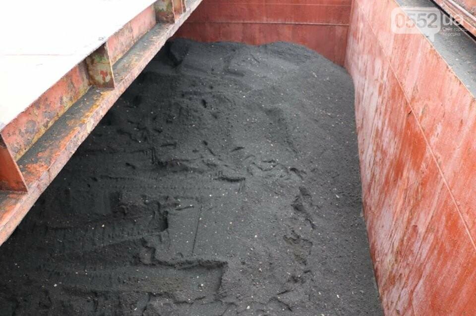 Страшный черный черногорский песок в Херсон провезли, как контрабандный товар, фото-1