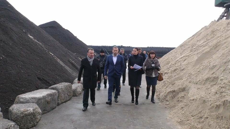 Токсичный песок из Черногории выгружен в порту Херсона: судно загадочным образом исчезло , фото-2