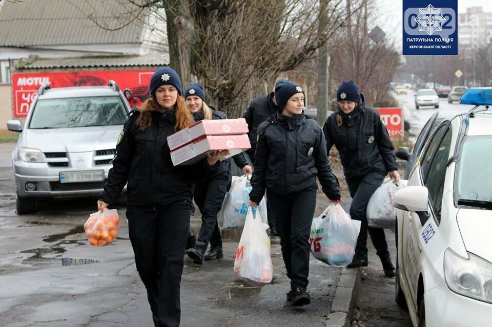 Многодетная семья, воспитывающая 8 детей, получила от полицейских Херсона подарки, фото-2