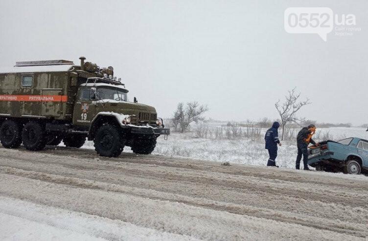 Снегопад блокировал Херсон: аэропорт закрыт, на трассе Херсон-Николаев транспортный коллапс, фото-3