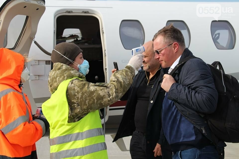 Пограничники Херсонского отряда ищут коронавирус: туристам измеряют температуру пирометрами, фото-1