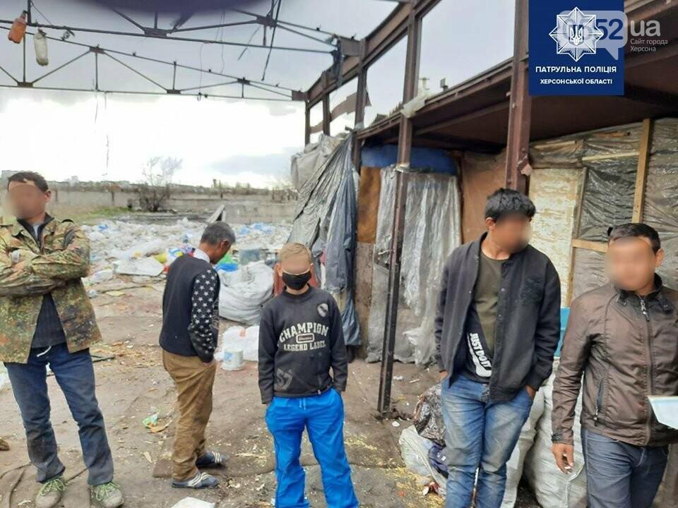 Семерых детей без свидетельства о рождении забрали с городской свалки полицейские Херсонщины, фото-3