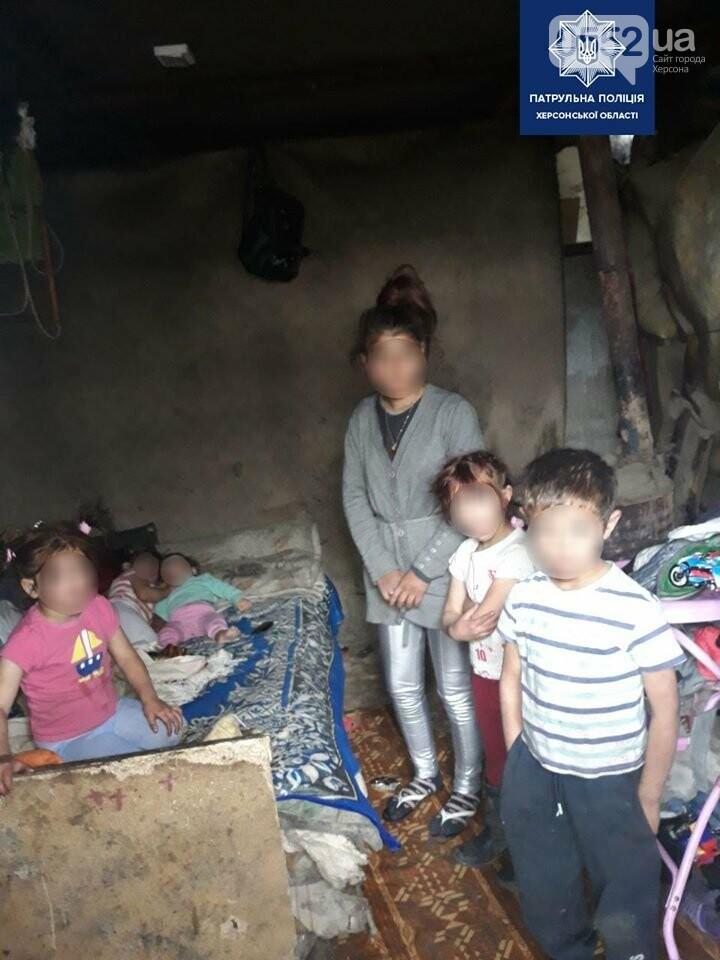 Семерых детей без свидетельства о рождении забрали с городской свалки полицейские Херсонщины, фото-2