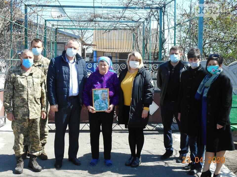 Мать погибшего херсонского бойца получила орден, которым он был награжден посмертно, фото-1
