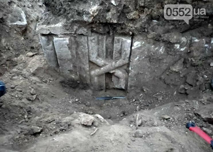 Раскопки в Тягине: найдены остатки стены и фигурный камень, фото-2