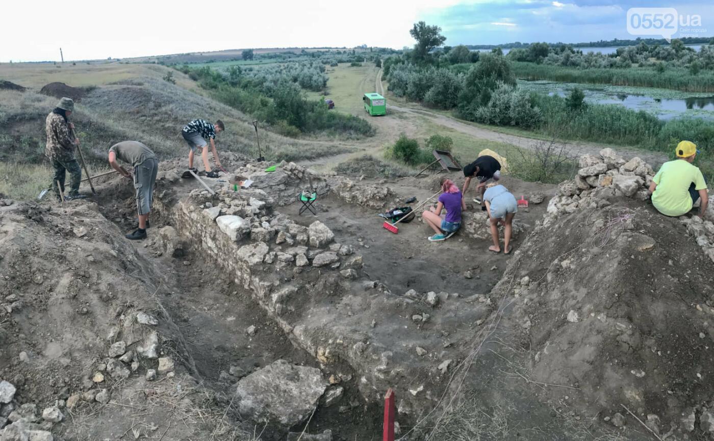 Раскопки в Тягине: найдены остатки стены и фигурный камень, фото-3
