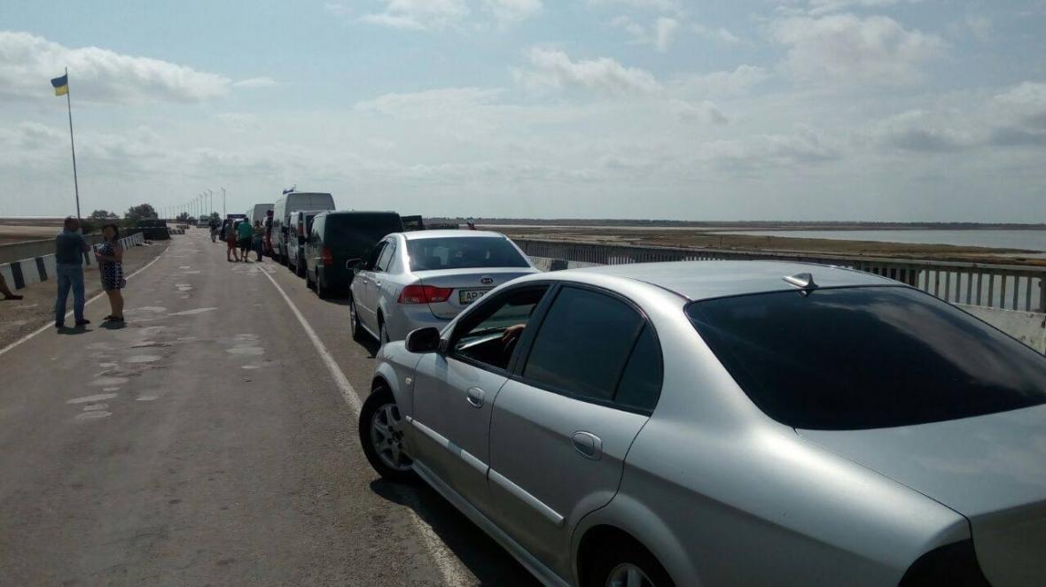 На межі з Кримом знову штучні черги, фото-1