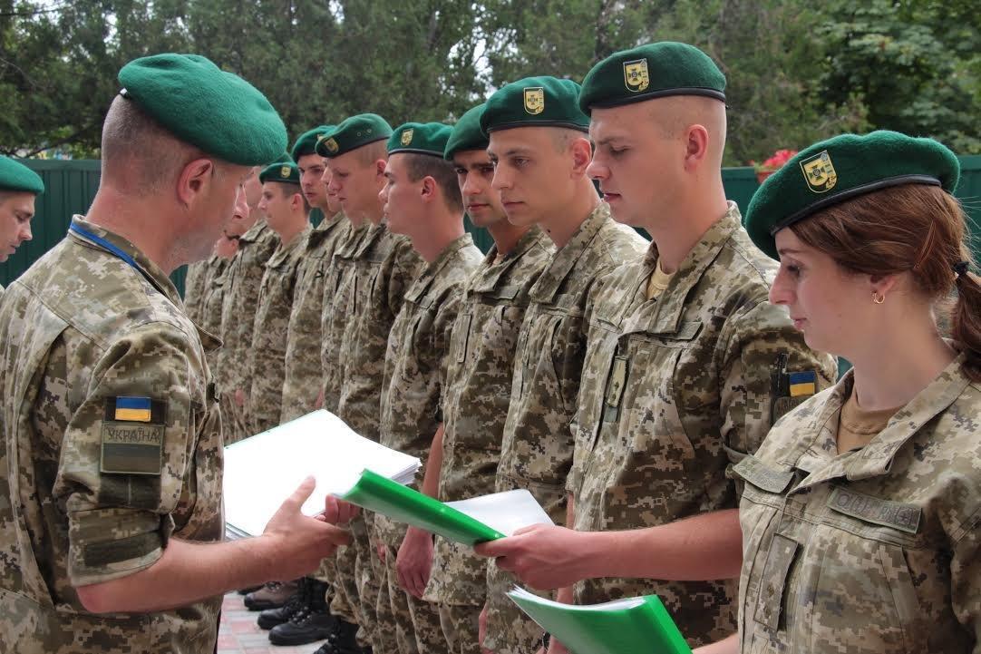 До Херсонського прикордонного загону прибули молоді лейтенанти, фото-1