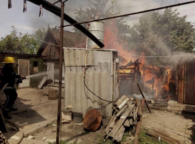 Каховські вогнеборці двічі гасили господарчі споруди, фото-1