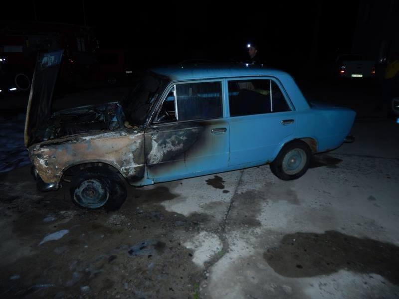 На Херсонщині горять автівки, фото-2