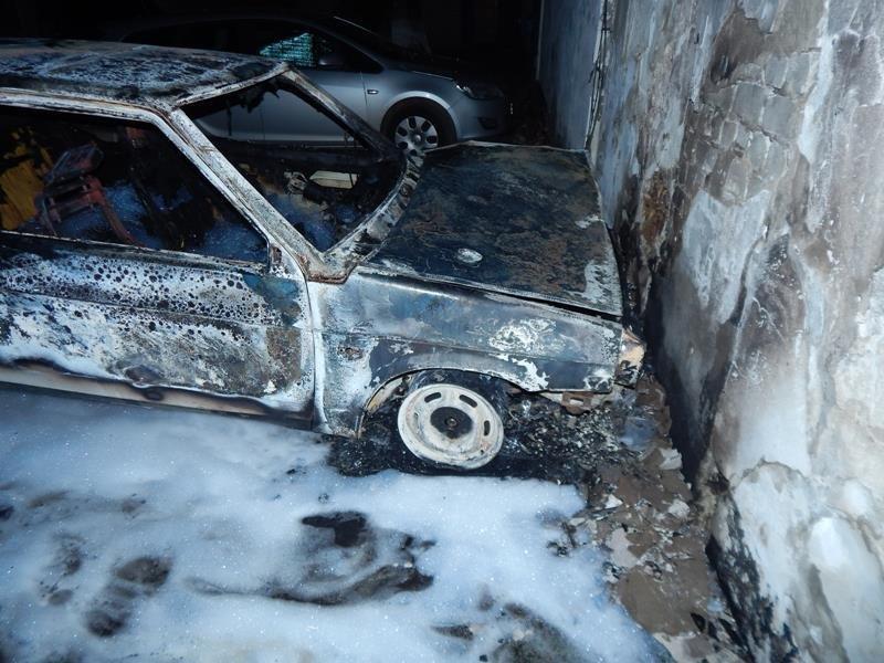 На Херсонщині горять автівки, фото-1