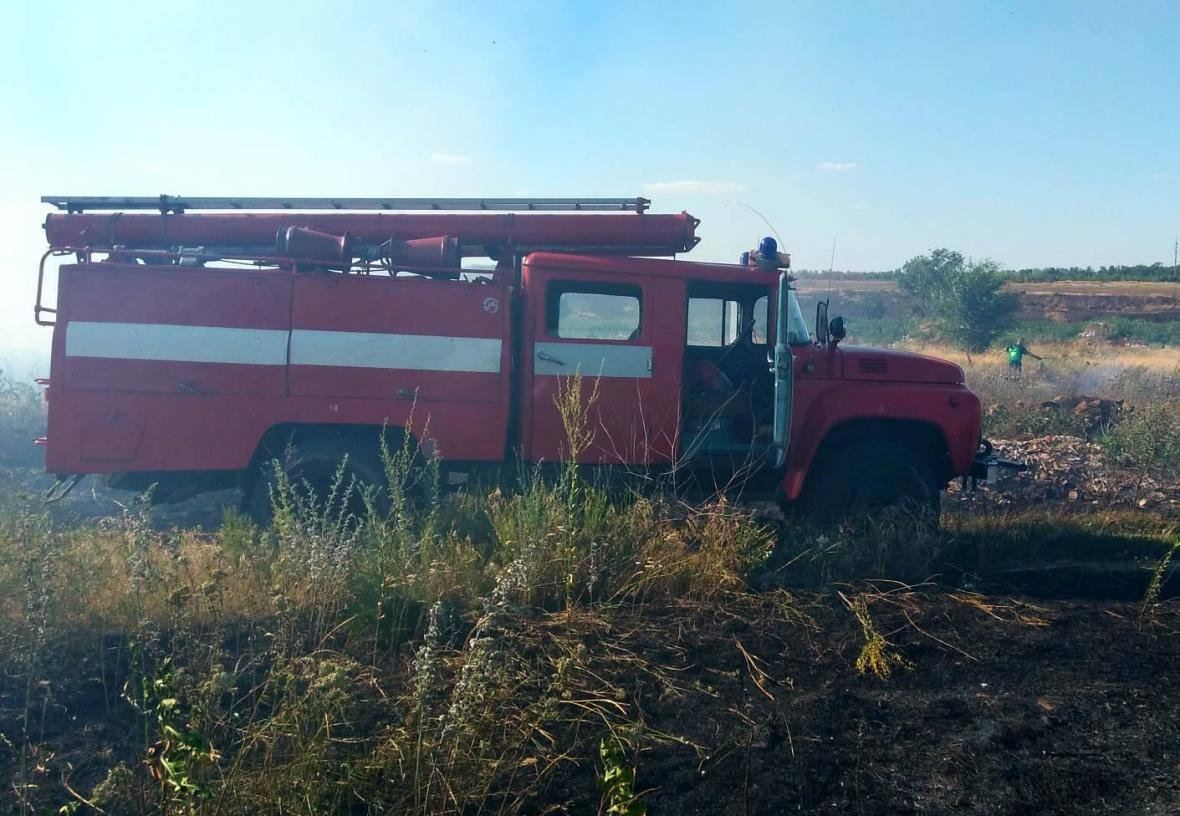 Минулої доби ліквідовано 7 пожеж сухої трави та сміття, фото-3