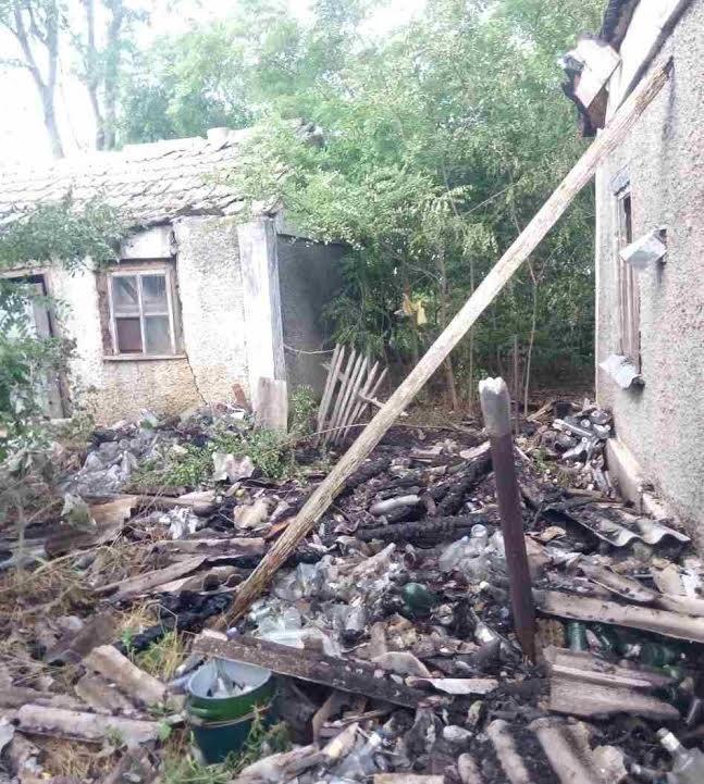 Рятувальники ліквідували пожежу, що виникла через займання сухої трави, фото-2