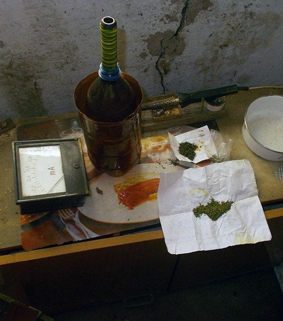В Нововоронцовському районі поліцейські вилучили коноплю у місцевого жителя, фото-2