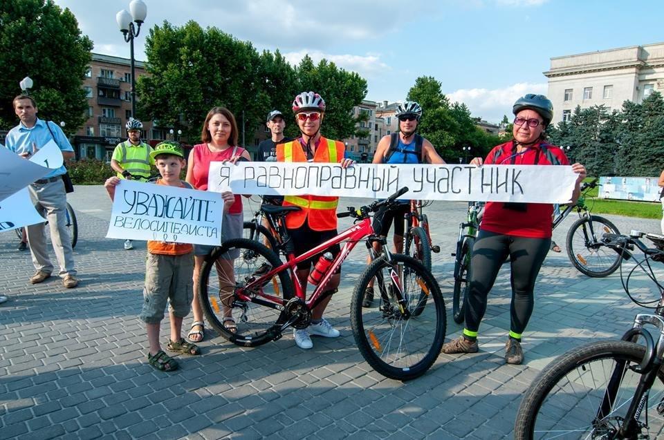 Херсонские велосипедисты требовали равенства на дорогах, фото-1