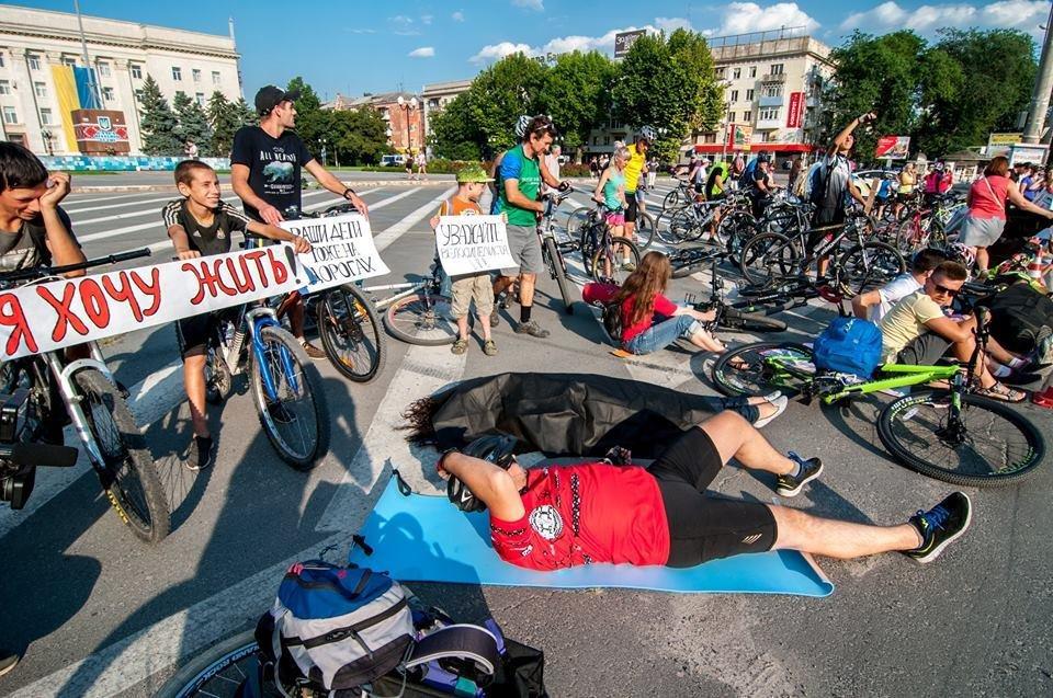 Херсонские велосипедисты требовали равенства на дорогах, фото-2