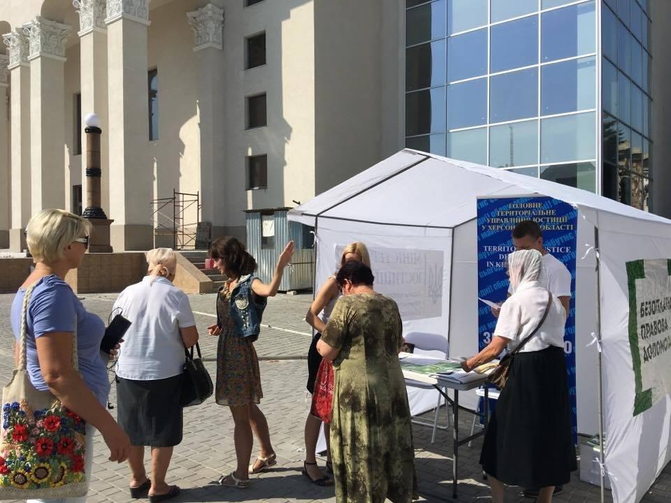 У Херсоні запрацював мобільний пункт консультування громадян, фото-1