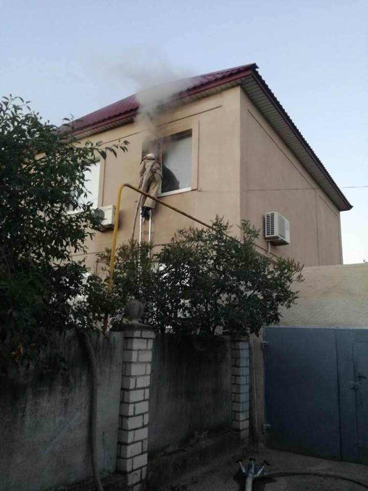 Вибух мобільного телефону став причиною пожежі у кімнаті житлового будинку, фото-1