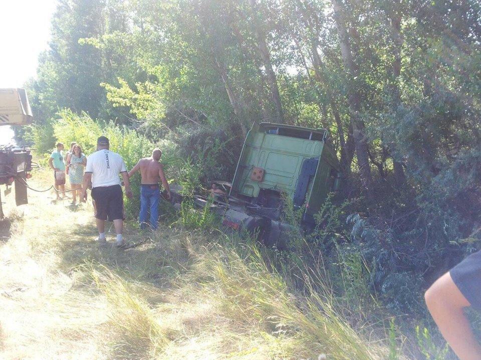 На Херсонщине ликвидация последствий ДТП едва не привела к ряду аварий, фото-1