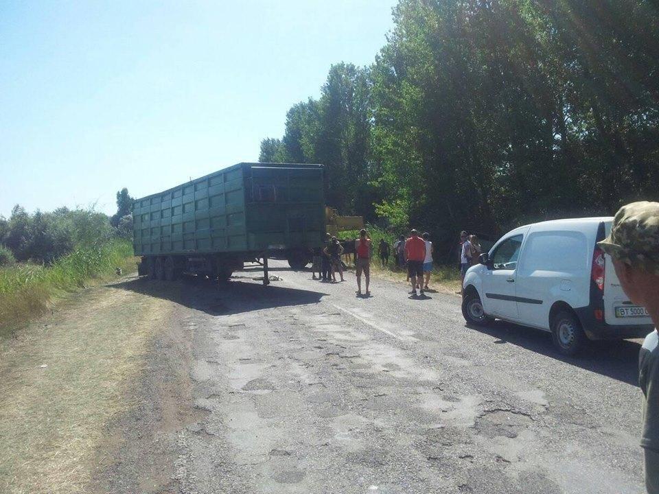 На Херсонщине ликвидация последствий ДТП едва не привела к ряду аварий, фото-2