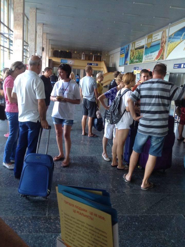 В херсонском аеропорту рассказали о рабстве и торговле людьми, фото-1