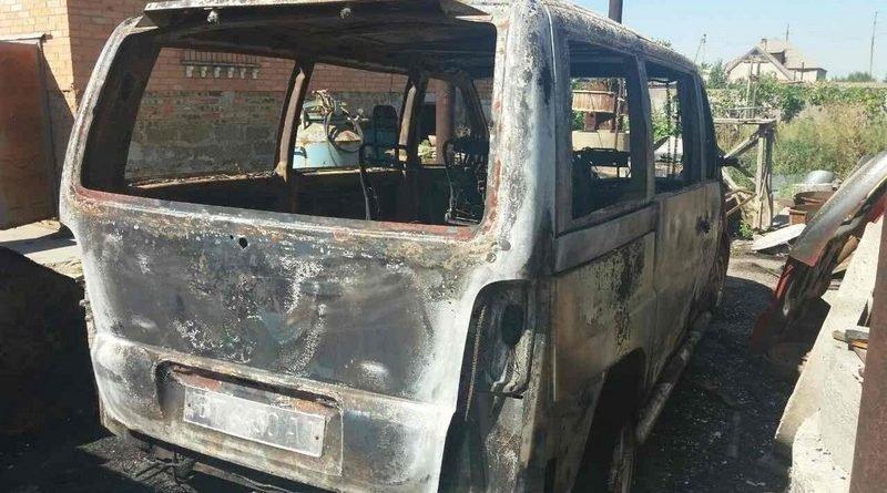 На Херсонщині поліція розслідує умисне пошкодження автомобіля в Генічеську, фото-1