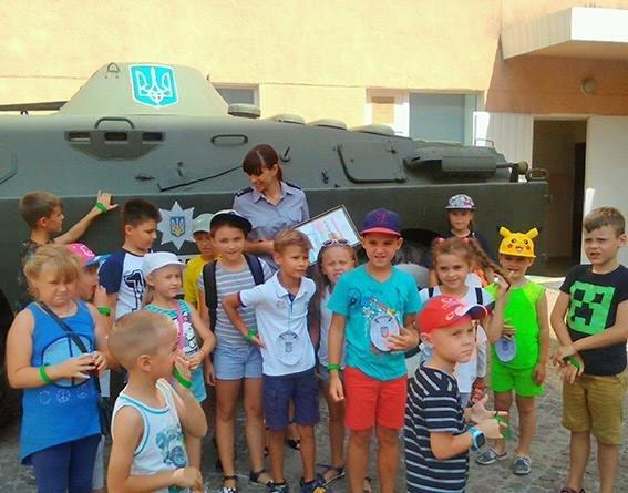 Вихованці дитячого табору побували на екскурсії в Головному управлінні Національної поліції в Херсонській області, фото-1