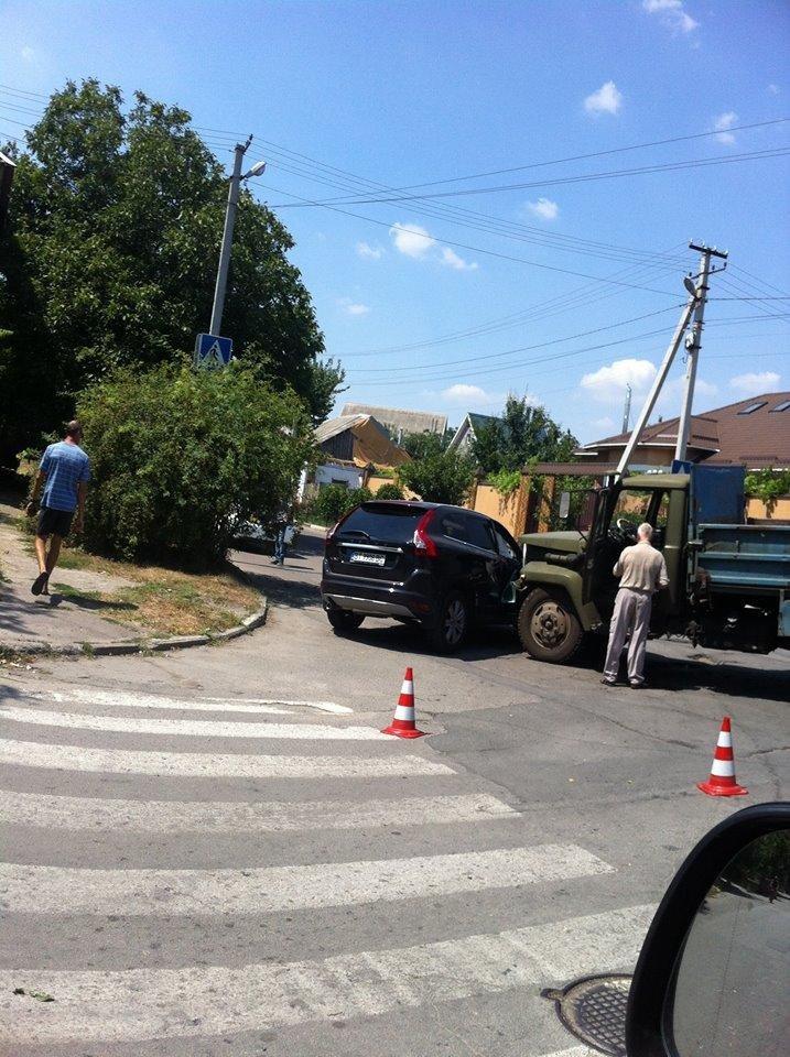 В Херсоне произошло ДТП, фото-1