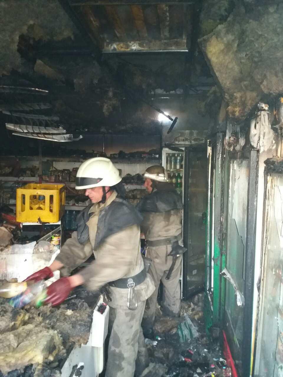 Херсонські вогнеборці загасили займання у магазині, фото-2