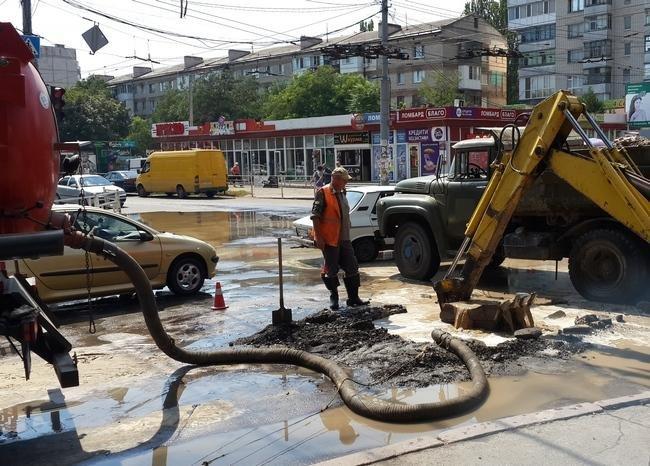 В Херсоне дают о себе знать старые водопроводные сети, фото-2