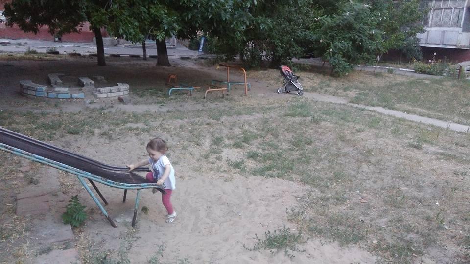 Херсонская мама и ребенок отправились на поиск детских площадок и вернулись ни с чем, фото-2