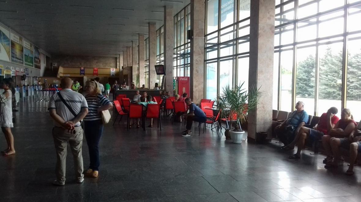 """''Первый раз в жизни вижу аэропорт без кондиционера"""" - пассажиры херсонского аэропорта, фото-1"""
