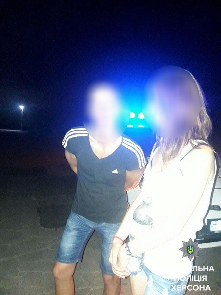 Патрульні затримали двох чоловіків, які можуть бути причетними до нанесення тілесних ушкоджень, фото-1