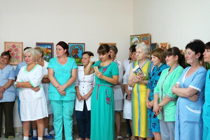 """Сімейна виставка у """"Галереї життя"""" Херсонського онкодиспансеру, фото-1"""
