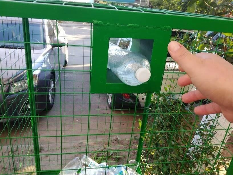 У Херсоні продовжують встановлювати контейнери для збору пластикових пляшок, фото-2