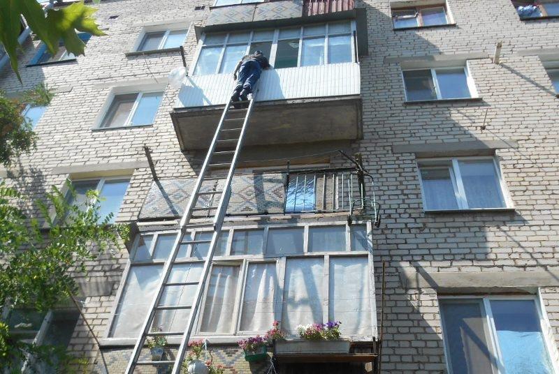 У м.Нова Каховка через пустощі дитини рятувальникам довелося відкривати двері в квартиру, фото-1