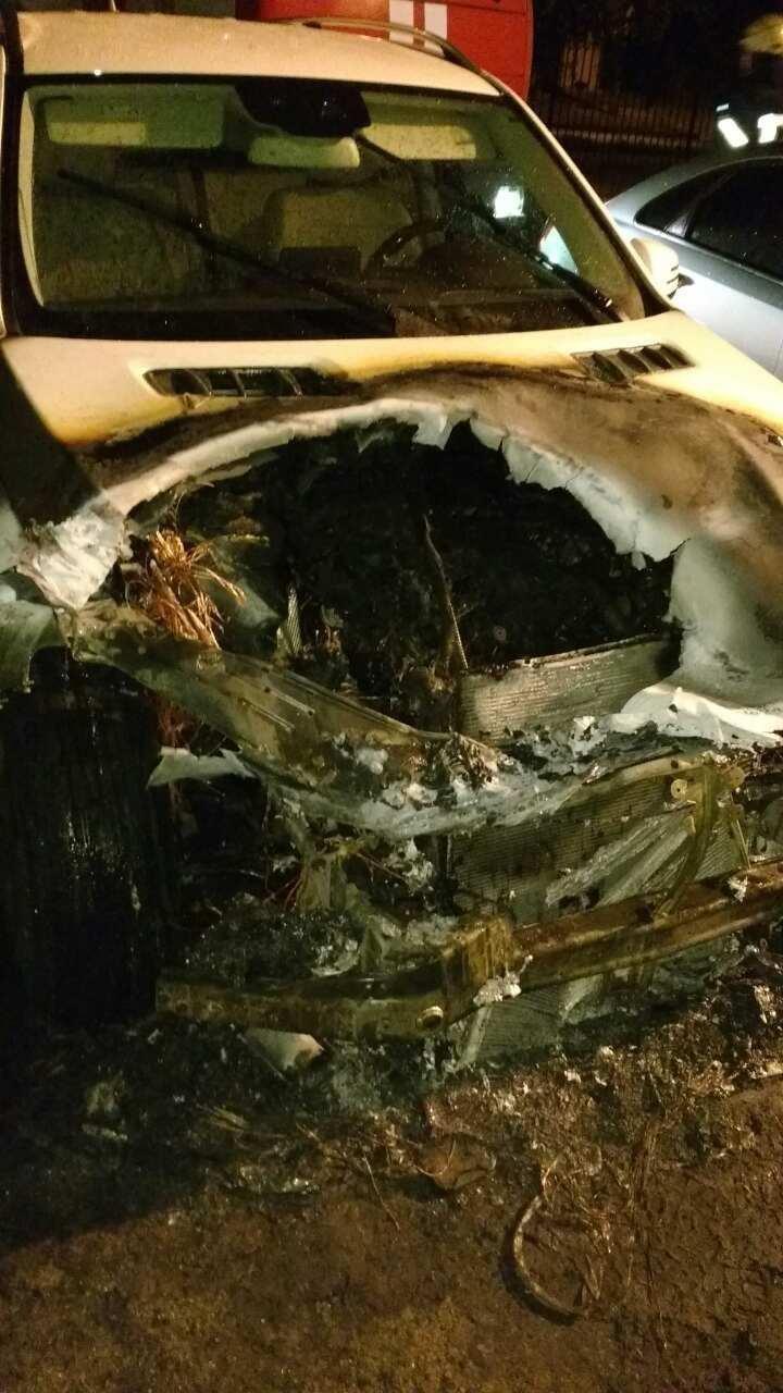 В Херсоні рятувальники гасили палаючий автомобіль, фото-1
