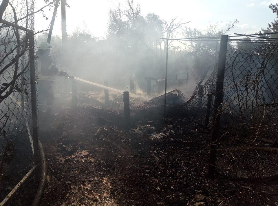 У смт Антонівка під Херсоном рятувальники гасили два дачних будиночки, фото-1