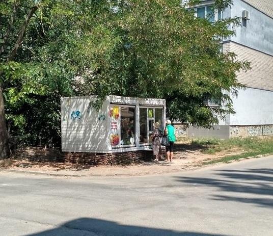 Херсонские предприниматели незаконно устанавливают ларьки, фото-1